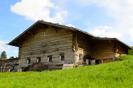 Italy, South Tyrol, Alpe di Suisi, homestead in traditional timber structure 報道画像