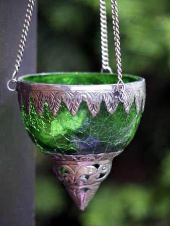 groene lantaarn in een tuin