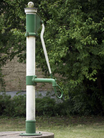 bomba de agua: Bomba de agua en verde y blanco