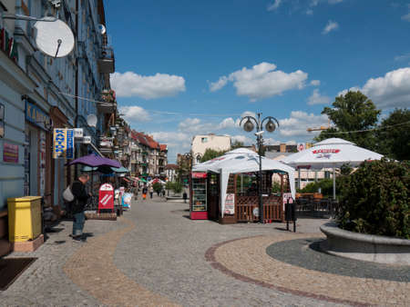 Slubice is a town in western Poland on border to Germany. By 1945 Slubice belonged as Dammvorstadt or Garden City to Frankfurt-Oder. Editorial