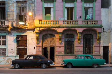 Cuba, Havana old Cars at dusk