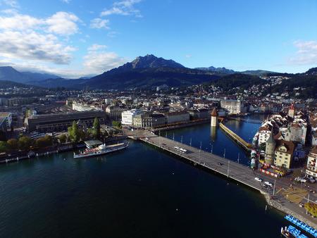 航空写真ビュー、スイスのピラトゥス山とルツェルン
