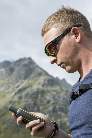 Hikers orient themselves in the terrain with a GPS device