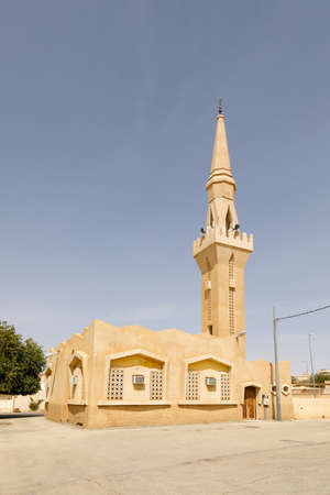 Mosque with minaret in a small place in Saudi Arabia. Imagens