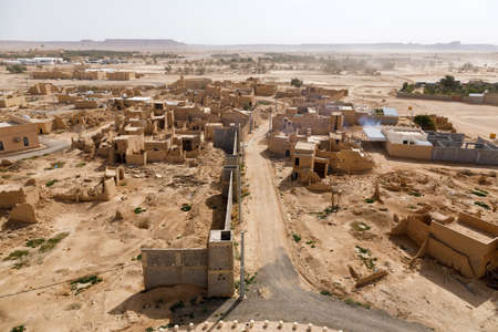 View of the small village Raghba with the abandoned mud houses in the middle of the desert in Saudi Arabia Imagens