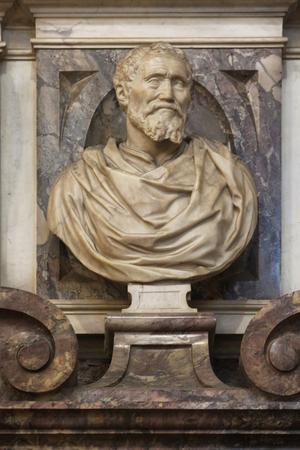 michelangelo: Michelangelo Buonarroti marble bust, tomb in Florence, Italy