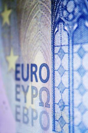 Euro banknote displayed on computer monitor Archivio Fotografico - 103375427