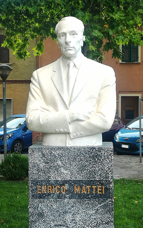 Enrico Mattei bust, Acqualagna, Italy, old Italian oil and gas manager Sajtókép