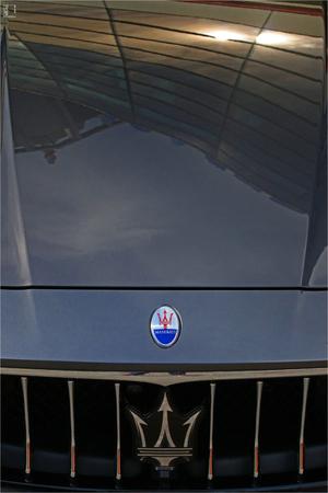 MODENA, ITALY, May 2019 - Motor Valley Fest exhibition, Maserati logo detail Archivio Fotografico - 124582458
