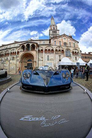 MODENA, ITALY, May 16 2019 - Motor Valley Fest exhibition, Pagani Zonda Barchetta and the cathedral of Modena Archivio Fotografico - 124582716