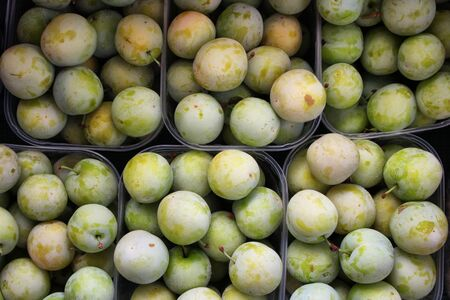 Plums yellow ready for sale in the store Archivio Fotografico - 129342852