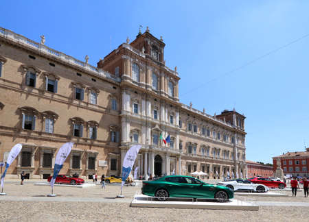 MODENA, ITALY, July 1 2021 - Motor Valley Fest exhibition, Maserati cars in the square 新聞圖片