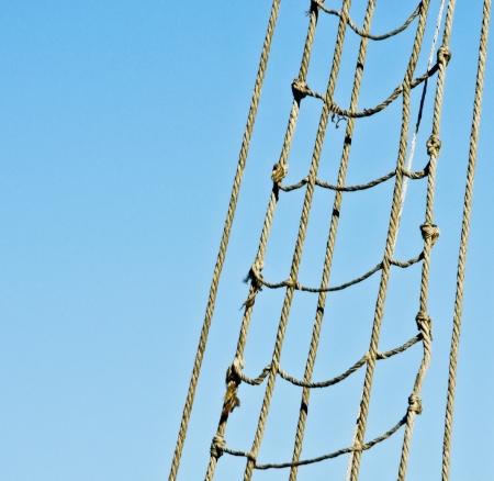 Escada de corda marinha no navio pirata cordas de c Banco de Imagens