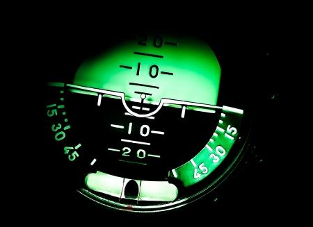 avion de chasse: Indicateur d'attitude dans l'avion