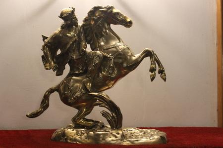 showpiece: Golden horseman