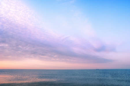 Turuncu sıcak gündoğumu Güzel deniz manzarası, tatil kavramı Stock Photo