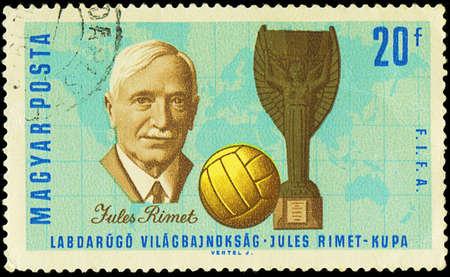 Hongarije - CIRCA 1966 Een stempel gedrukt in Hongarije toont Jules Rimet 1873-1956 die de 3e president van de FIFA, de Kop en Voetbal, circa 1966 was
