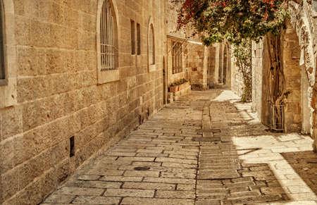 ユダヤ、エルサレムの古代の路地。