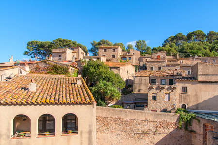 Tossa de mar, Costa Brava, Spain: Old Town with blue sky. Stockfoto