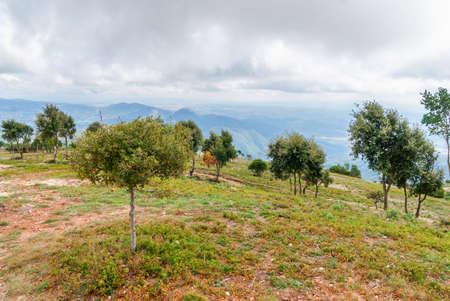 Breathtaking view to Montserrat mountain range on a sunny summer day, Catalonia, Spain Stockfoto - 121868528