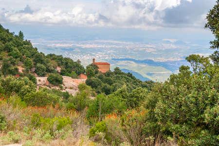 Breathtaking view to Montserrat mountain range on a sunny summer day near Barcelona, Catalonia, Spain Stockfoto