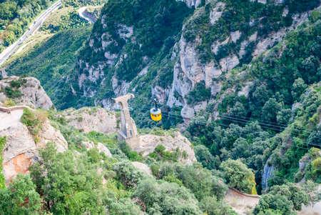 Yellow cable car in the Aeri de Montserrat rise to de Montserrat Abbey near Barcelona, Spain, Catalonia Stockfoto