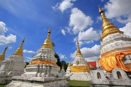 wat chedi sao lang, ancient buddhist temple in lampang, north of thailand