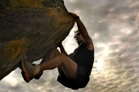 bouldering: Rock scalatore per raggiungere il cielo.