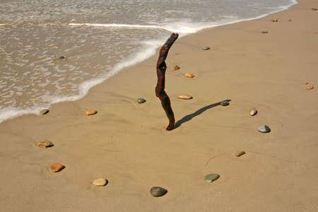 RELOJ DE SOL: Surf surcos hasta cerca de un reloj de sol en la playa 1 PM