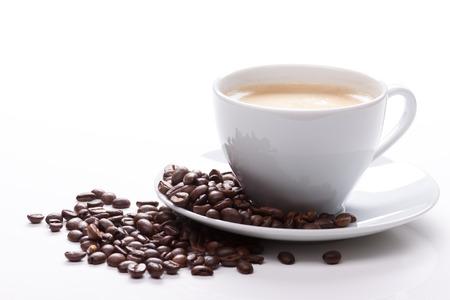 granos de cafe: taza de caf� con frijoles