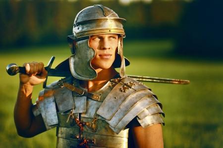 romano: Un soldado romano Brave en campo. Foto de archivo