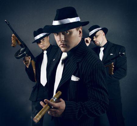 Tres pandilleros.