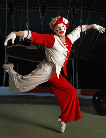 to flit: Circus air acrobat