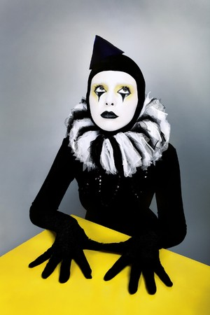 jabot: &ETH,&iexcl,ircus fashion mime posing near a yellow square Stock Photo