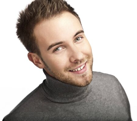 Close-up portrait de jeune homme heureux isolé sur fond blanc Banque d'images