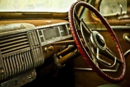 Grunge et hauteur des éléments rouillés de photos de voitures de luxe vieux