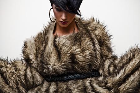 Elegante modieuze vrouw in bont Fashion foto