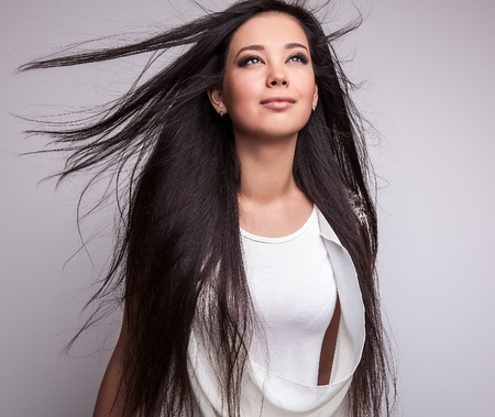 젊은 좋은 아시아 여자는 스튜디오에서 포즈 스톡 콘텐츠