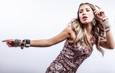 유행 드레스에 젊은 관능적 인 아름다움 여자 스톡 콘텐츠