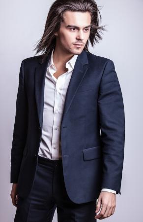 Portrait of handsome long-haired stylish man 版權商用圖片 - 20085079