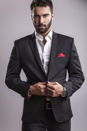 Légant portrait de jeune homme beau Studio de mode Banque d'images - 22572270
