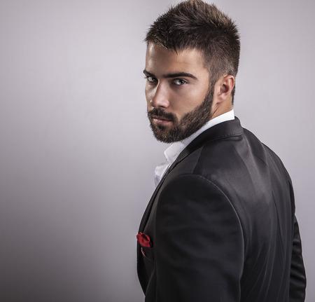 Légant portrait de jeune homme beau Studio de mode Banque d'images - 22572276