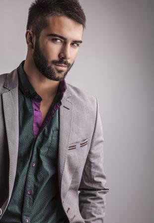 Elegant young handsome man  Studio fashion portrait 版權商用圖片 - 22572317
