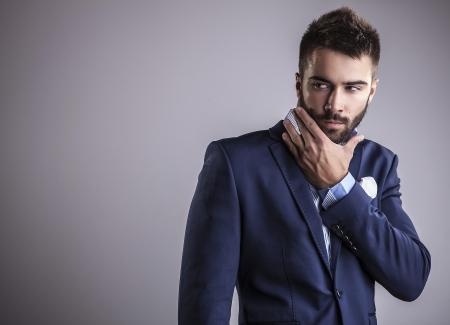 Légant jeune homme beau portrait de mode studio Banque d'images - 22572356