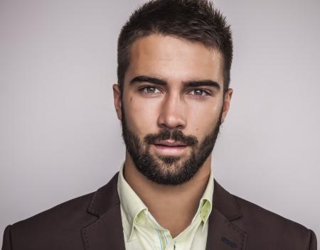 Légant jeune homme beau portrait de mode studio Banque d'images - 22572385