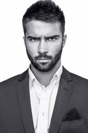 Élégant portrait de jeune homme beau Studio de mode Banque d'images - 24368224
