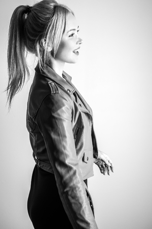 Young sensual model woman pose in studio. Black-white. Banque d'images