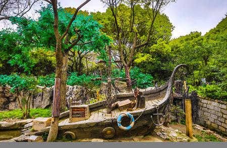 Parc de jardin de ville chinois traditionnel.