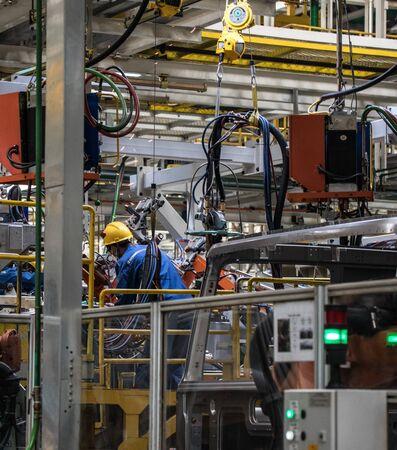 Travailleurs dans une usine de machines en Chine. Banque d'images