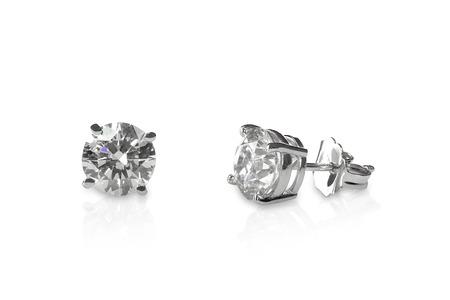 반사와 흰색에 고립 된 아름 다운 다이아몬드 스터드 귀걸이 스톡 콘텐츠